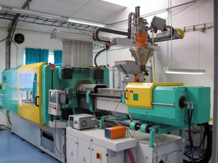 What Are Pre-molding Action And Back Pressure Control For Injection Molding?