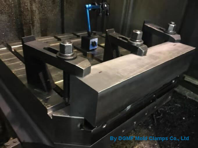 Stepped strap clamps and stepped block mold clamps are used for CNC machine